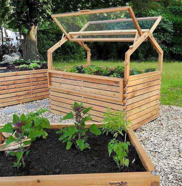 palettes-de-bois-recyclees-serre-de-jardin-facile-bricolage