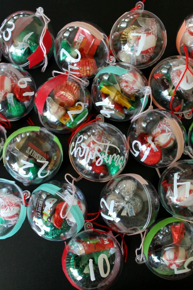calendrier en boules de Noël