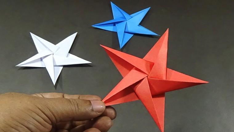 étoile en papier rouge original