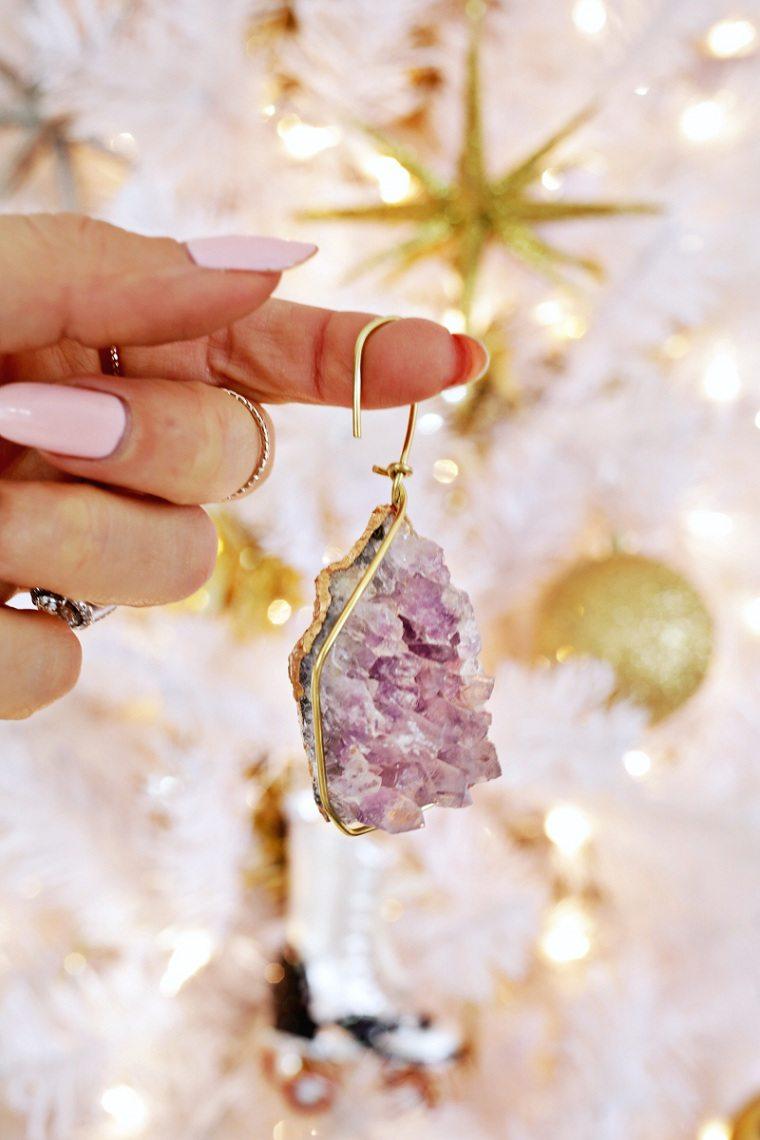 diy-decoration-de-sapin-de-noel-avec-pierre-minerale