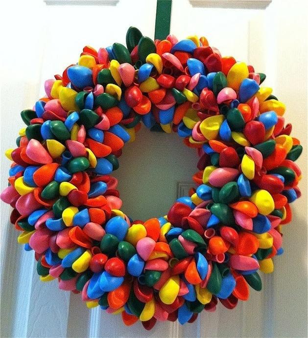 Couronne de Noël originale colorée gaie ballons