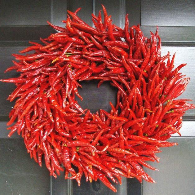 Couronne de Noël originale déco piments rouges épicé