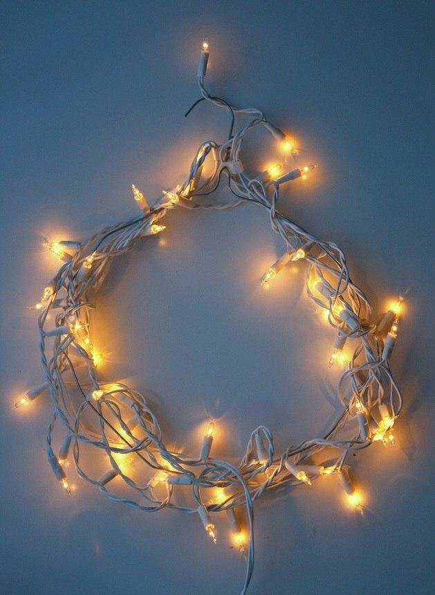 Couronne de Noël simple guirlande lumineuse jaune