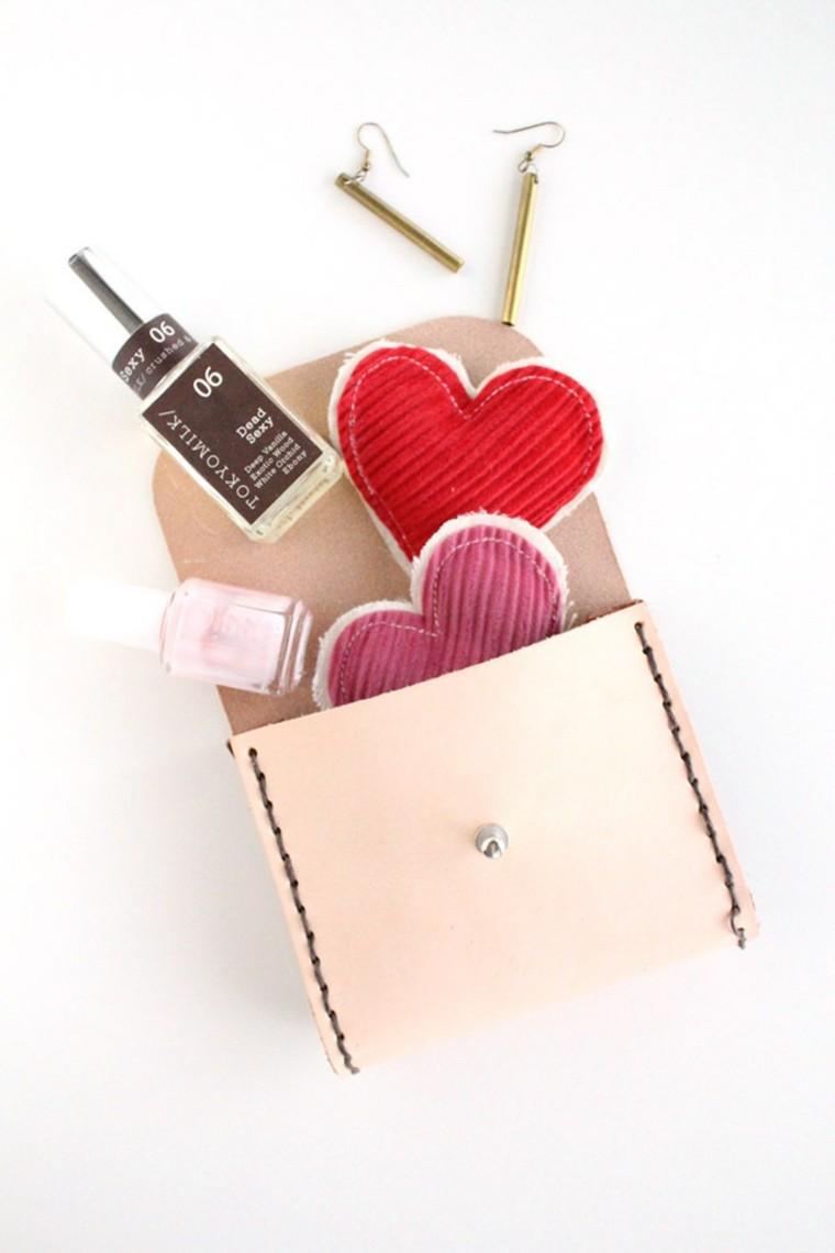 cadeau saint valentin diy idée pochette diy coeur tissu