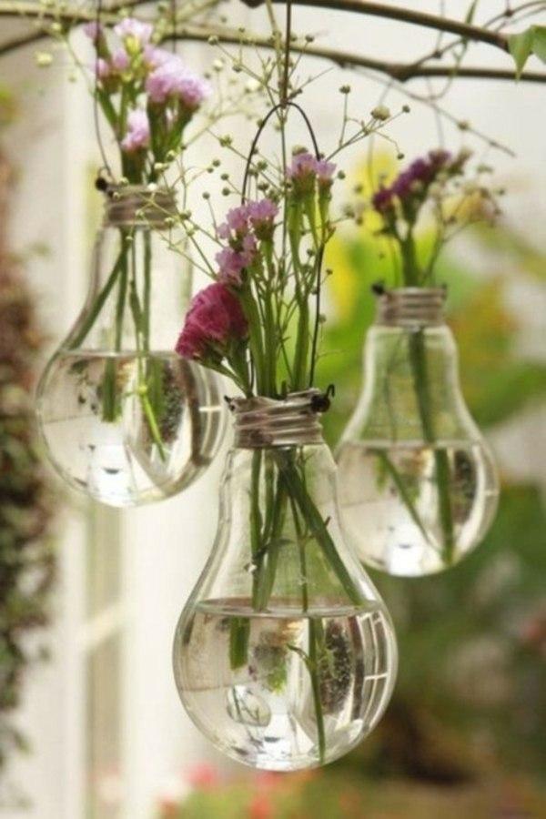 diy déco micro vases fleurs dans vieilles ampoules