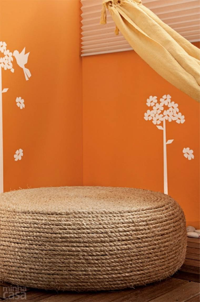 faire pouf idée table basse corde pneu mur orange tendance
