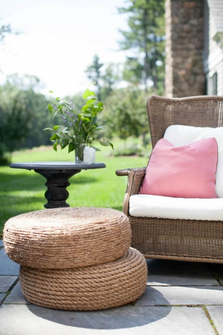 fabriquer un pouf pneu recup salon de jardin idée fauteuil coussins table basse