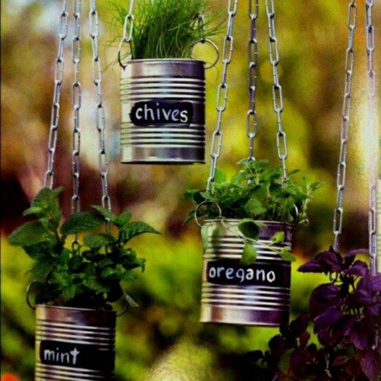 herbes et épices dans canettes metal