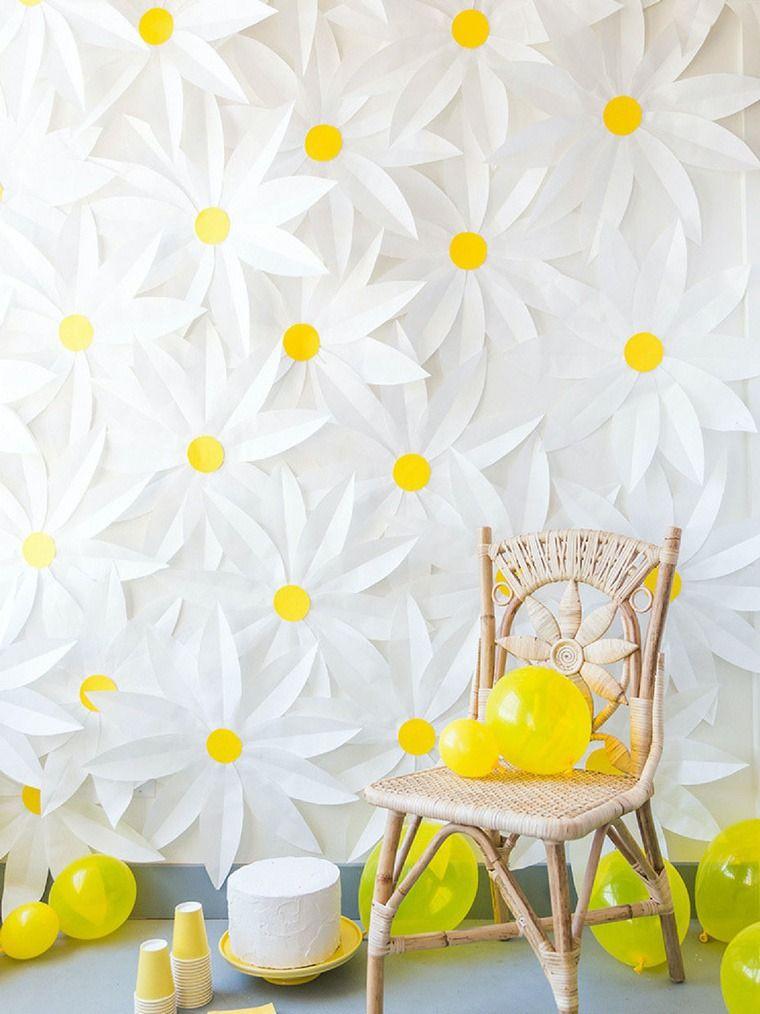 idée déco diy pour le mur avec des fleurs en papier