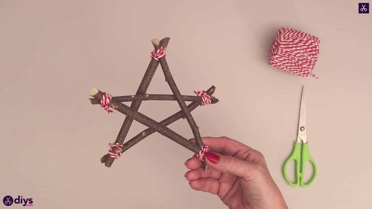 étoile en brindilles arbre