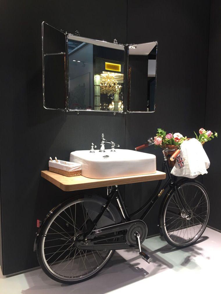 vélo transformé en vanité pour salle de bain