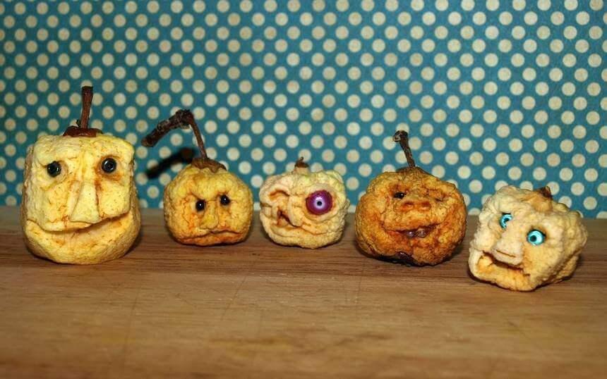 Têtes de pommes ratatinées