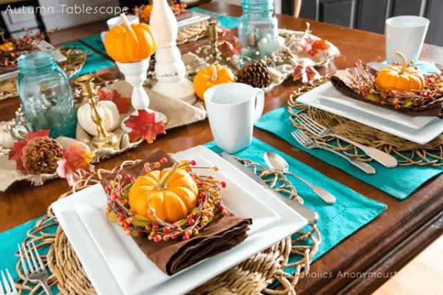 Une table de Thanksgiving lumineuse