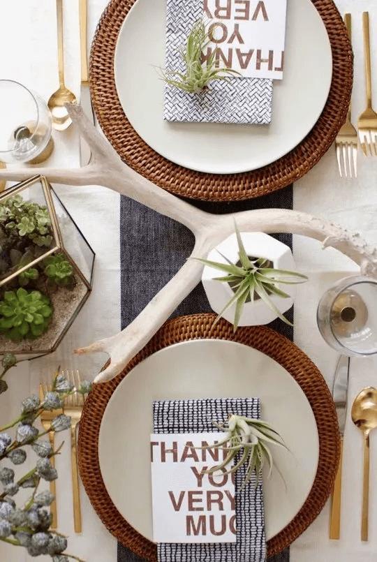 Une table de Thanksgiving moderne et biologique