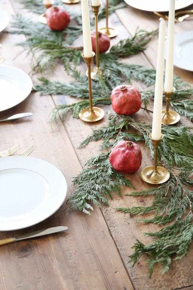 table de noel avec des Fruits d'hiver