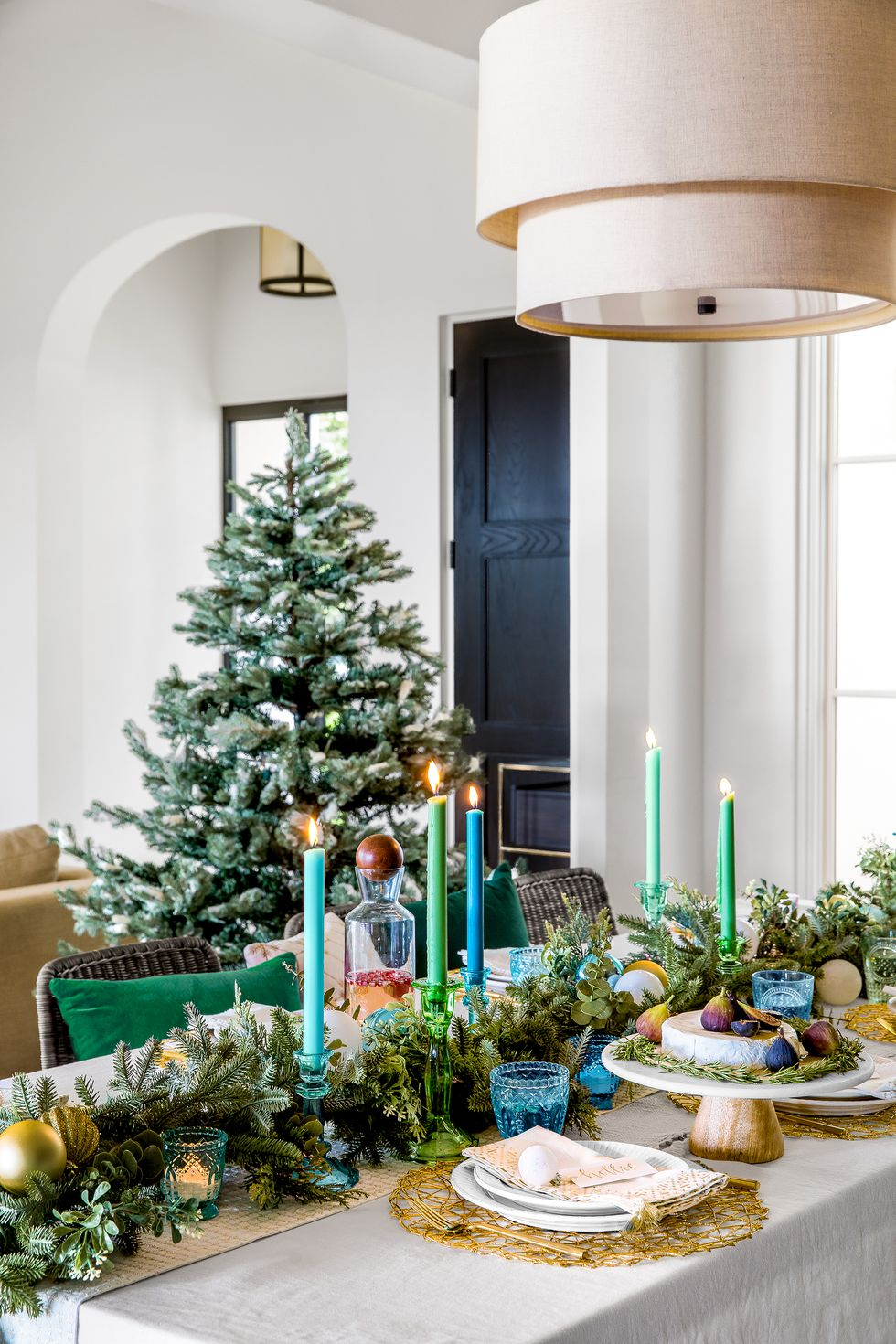 table de noel avec des ornements