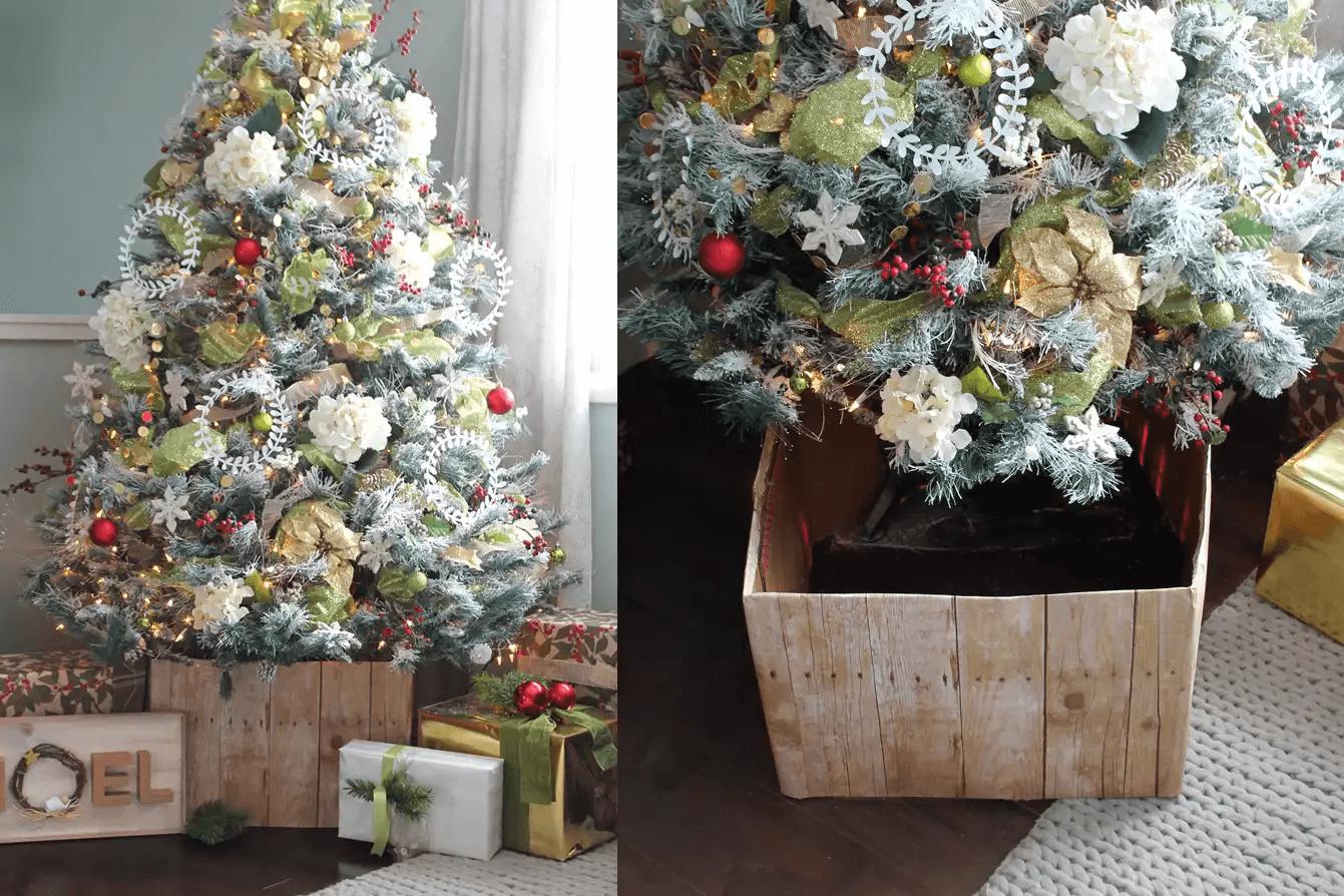Arbre de Noël assis dans un faux support en bois