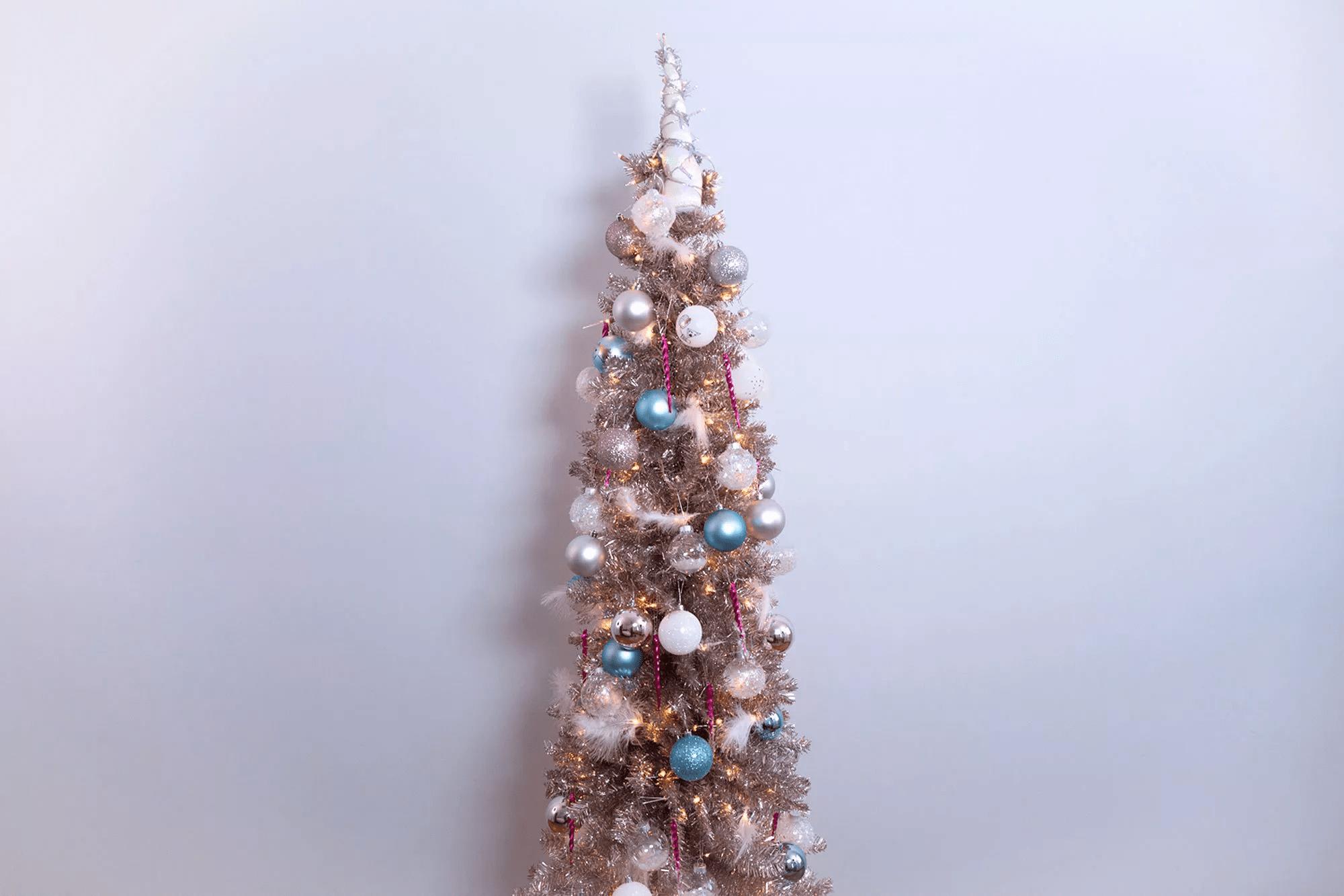 Arbre de Noël avec un sapin de licorne