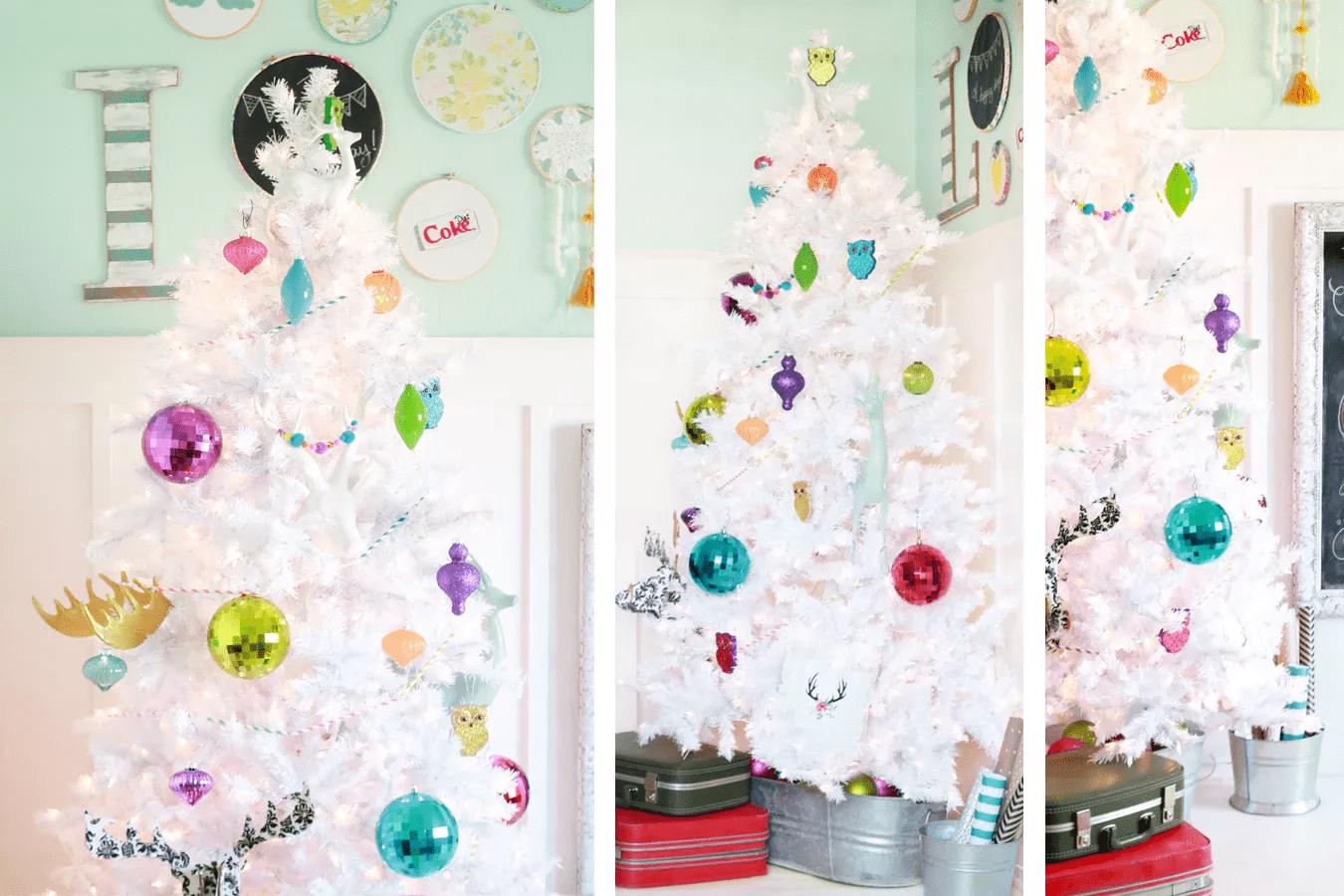 Un arbre de Noël blanc et coloré avec des ornements colorés