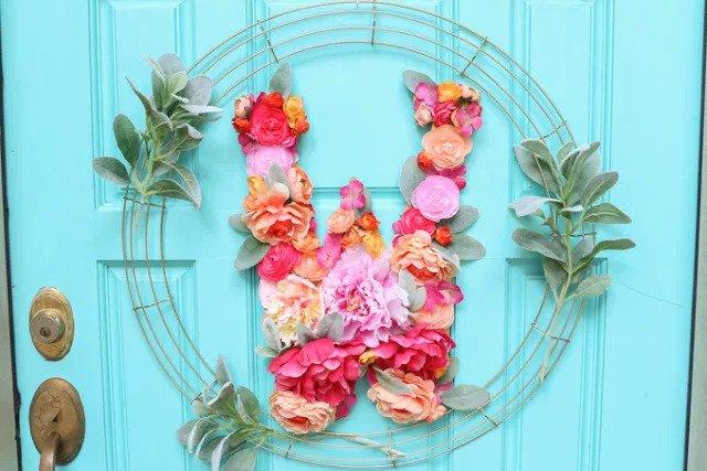 Couronne de monogrammes floraux DIY