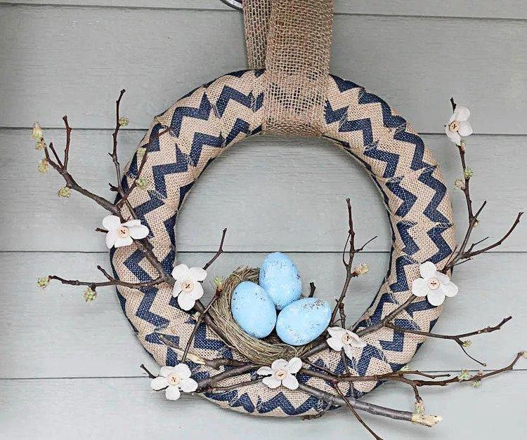 Couronne de printemps en nid d'oiseau