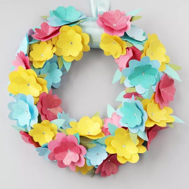 Découper une couronne de fleurs DIY