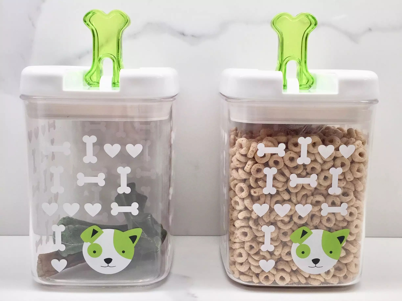 Étiqueter les contenants de friandises pour animaux de compagnie