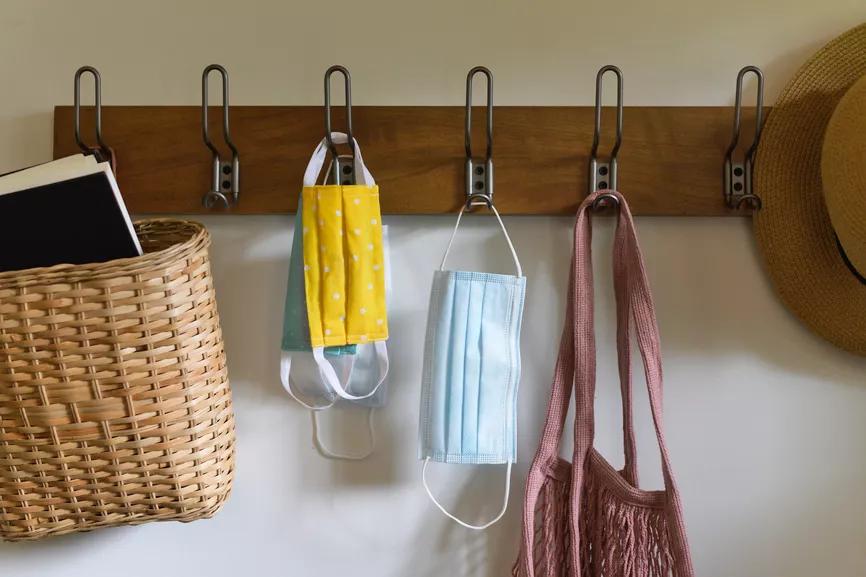 Utiliser des crochets pour maximiser l'espace sur les murs