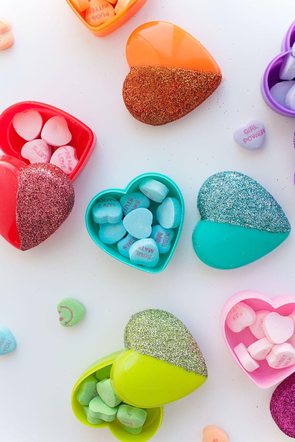 Boîtes de bonbons dans un cœur scintillant