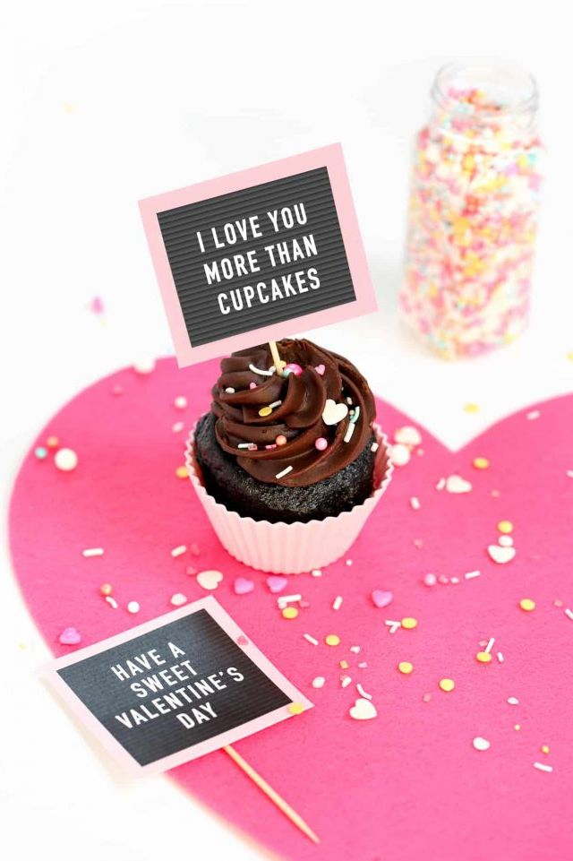 Petits gâteaux en carton lettre