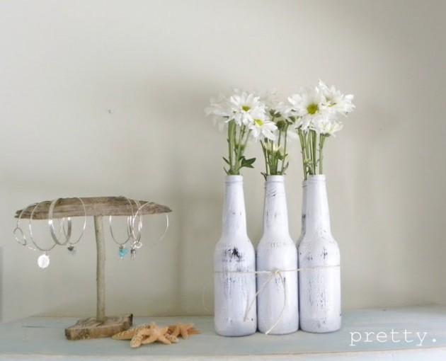 Présentoir de fleurs de bouteilles peintes