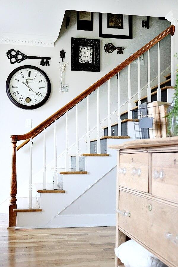 entrée est accueillante avec votre escalier