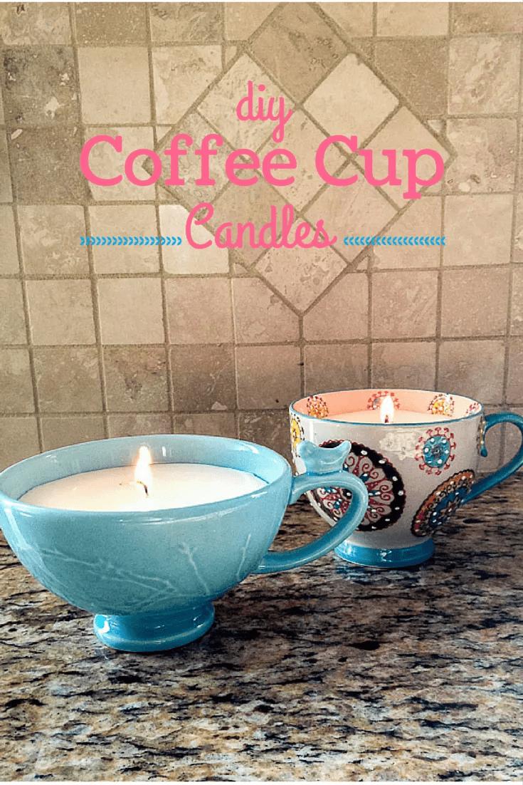 Bougies dans des tasses à café