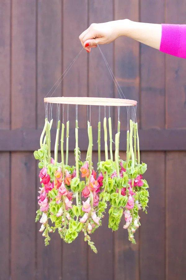 Lustre à fleurs suspendues