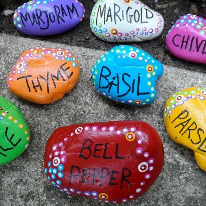 Marqueurs de jardin en roche peinte