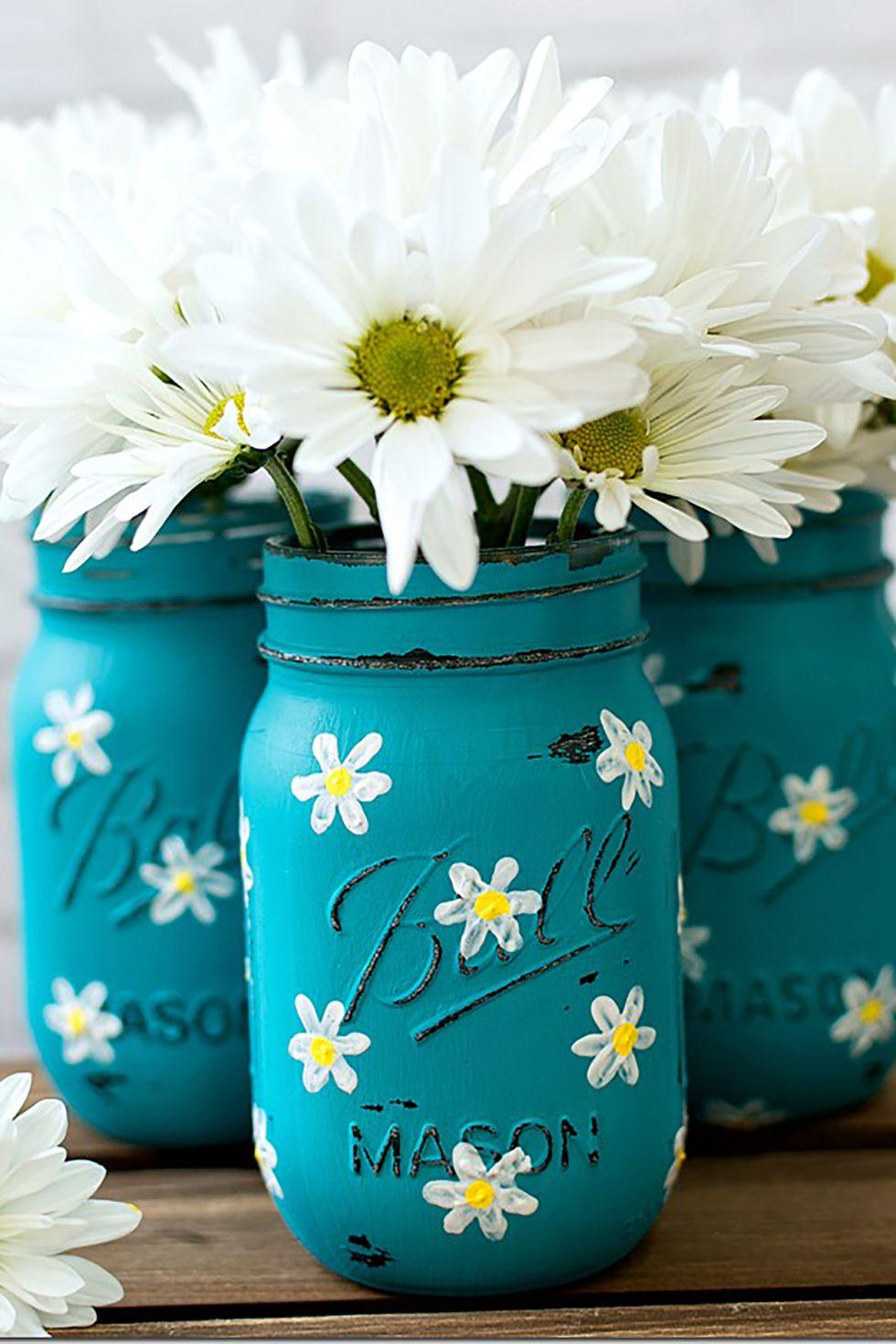 Pots Mason peints avec des marguerites