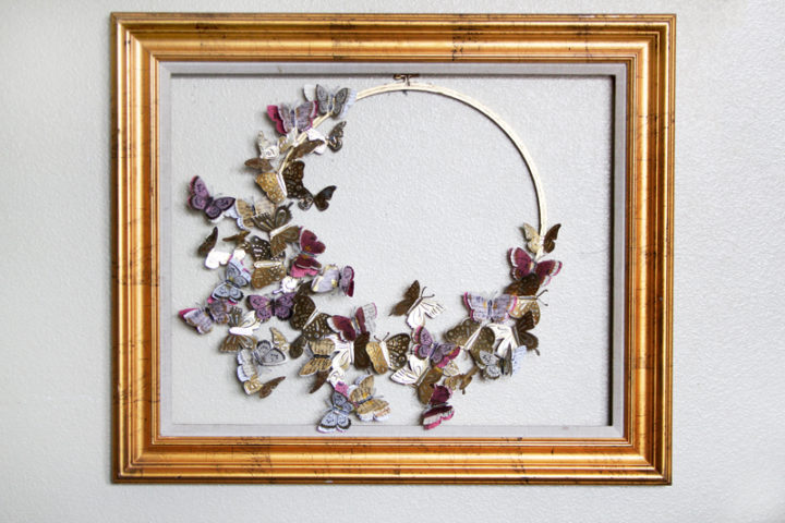 Couronne de papillons en aluminium matricé